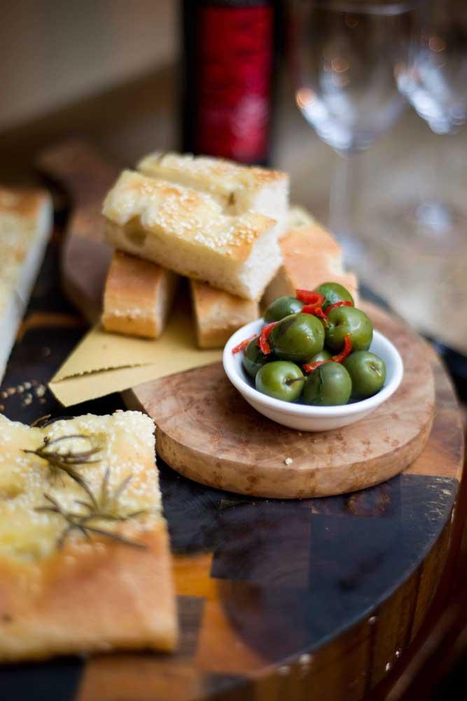 focaccia-olives-osteria-antica-bologna-sml2
